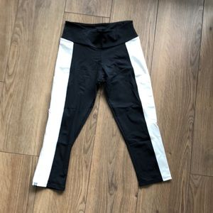 Black & white capri work out pants